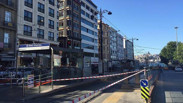 Sirkeci tramvay durağındaki şüpheli paketten mangal kömürü çıktı