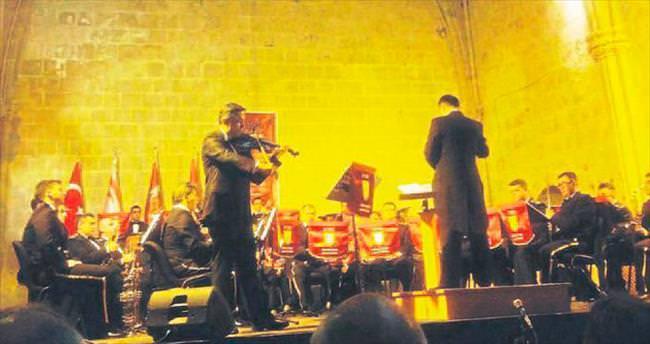 Doç. Dr. Ertem Nalbantoğlu'ndan KKTC'de solo keman konseri