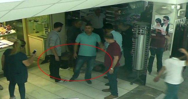 Güvenlik elbisesi ve gaz maskesiyle soygun girişimi
