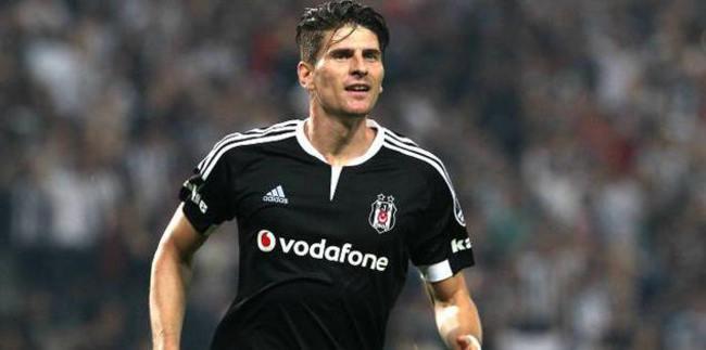 Gomez 1 yıl daha Beşiktaş'ta.
