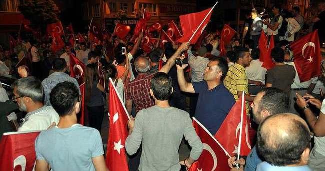 Kayseri'de vatandaş darbe girişimine karşı sokağa döküldü