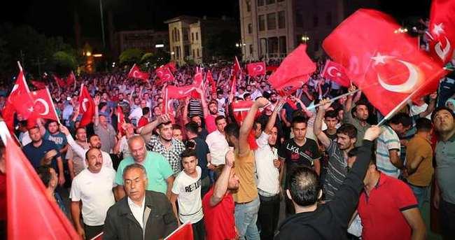 Vatandaşlar darbeye karşı ayaklandı!..