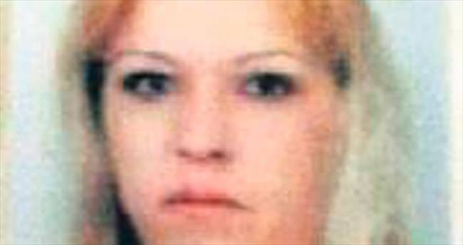Genç kadın evinde bıçaklanarak öldürüldü