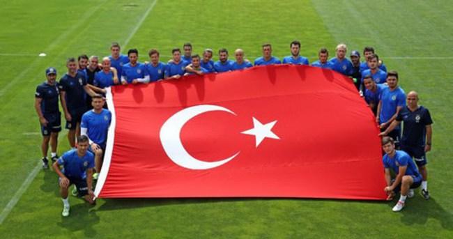 Fenerbahçe'den darbe girişimine bayraklı tepki