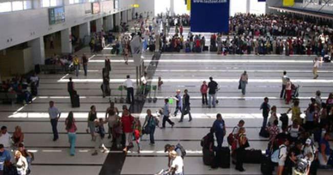 Antalya Havalimanı'nda dur ihtarına uymayan bir kişi öldürüldü