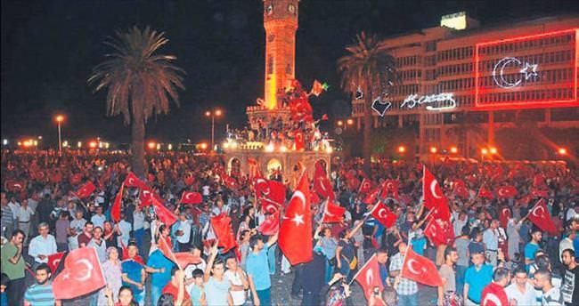 İzmir'de şehitlerin adları tek tek okundu