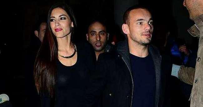 Sneijder'in eşi: FETÖ'cülerden nefret ediyorum