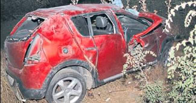 Otomobil devrildi: 2 ölü 4 yaralı var
