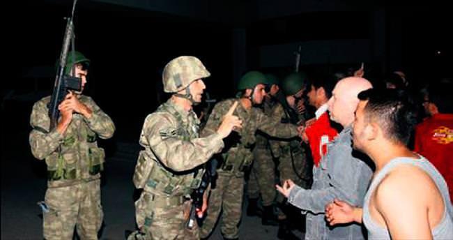Vur emrine karşı çıkan askerleri de taradılar