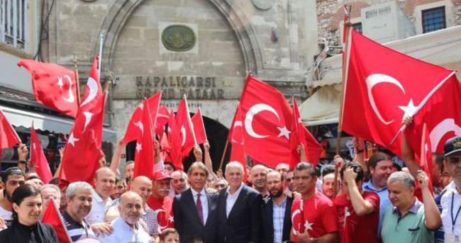 Mustafa Demir halkla birlikte darbeye karşı sokaklarda