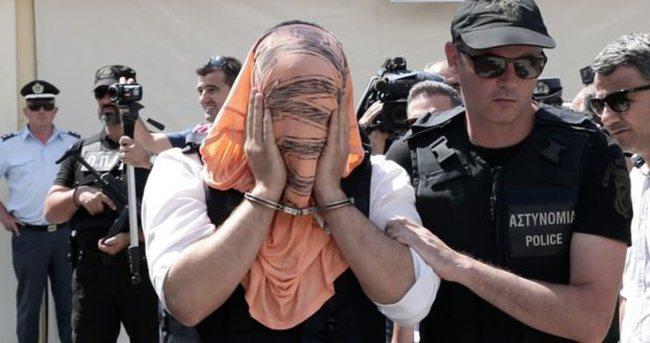 Yunanistan'a kaçan darbeci 8 asker adliyeye böyle getirildi
