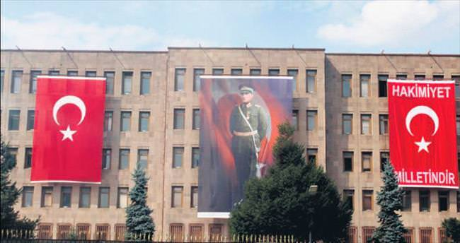 Genelkurmay bayrağa yazdı: Hakimiyet milletindir!