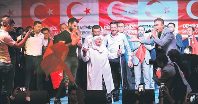 Ünlüler Kızılay'da demokrasi nöbetinde