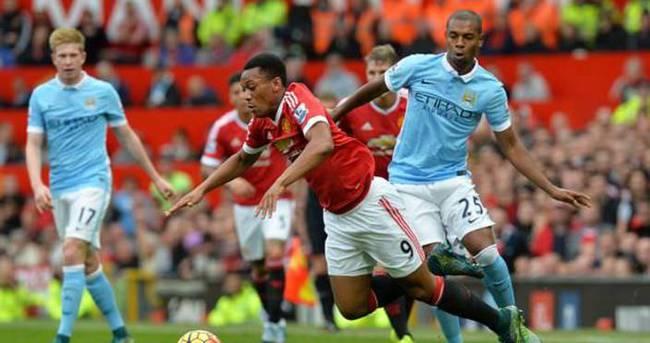 Manchester City-Manchester United maçı iptal edildi