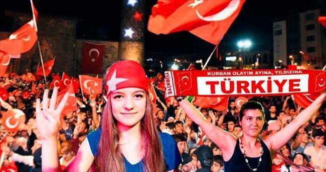 Türkiye 7'den 70'e demokrasi nöbetinde