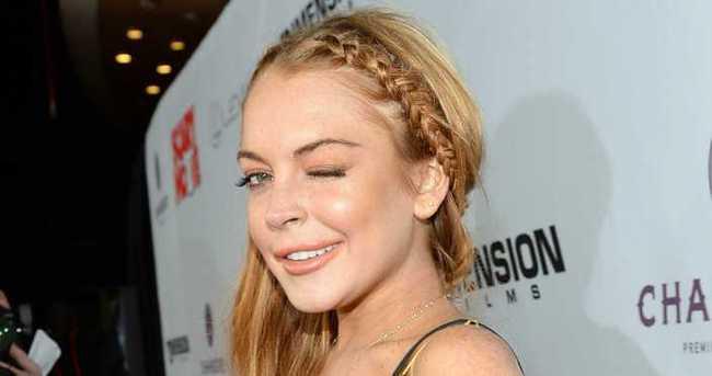 Lindsay Lohan herkesten özür diledi