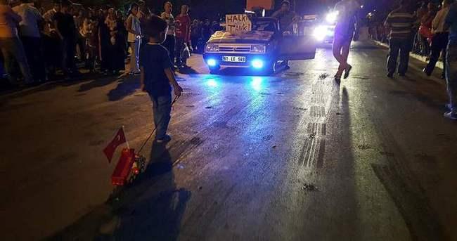 Küçük fenomen Türk Bayraklı yeni kamyonuna kavuştu