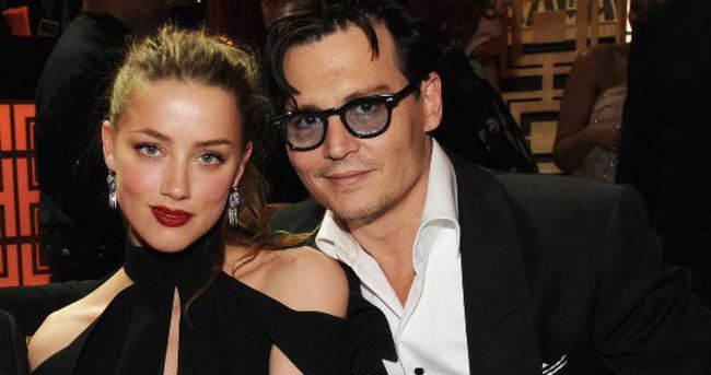 Johnny Depp şarkının sözlerini unuttu