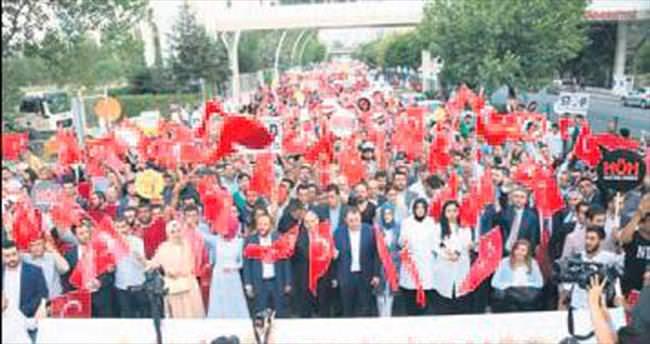 AK Gençlik'ten Kutlu Yürüyüş