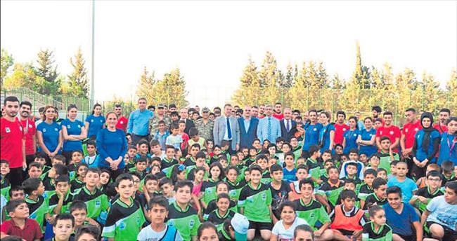 Vali Al, yaz spor okulu öğrencilerini ziyaret etti