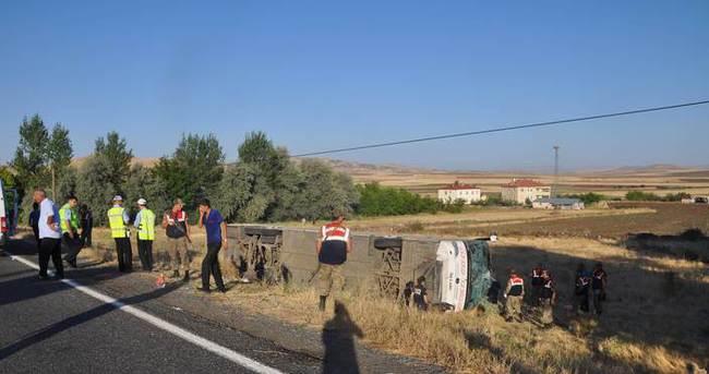 Elazığ-Bingöl yolunda otobüs devrildi: 15 yaralı
