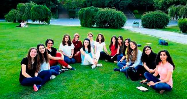Mühendis kızlar sosyal mühendis oldular