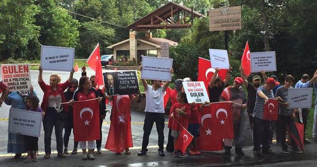 ABD'deki malikanesi önünde protesto edildi