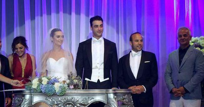Birce Akalay ve Sarp Levendoluğu 2'nci evlilik yıldönümünü kutladı