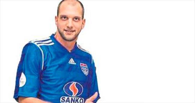 Nemanja Kojic ile sözleşme yenilendi