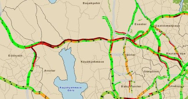 TEM'de trafik kazası trafik kilit!