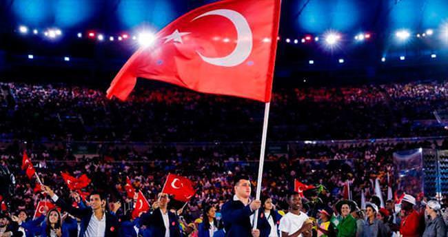 Alkışlar Türkiye'ye