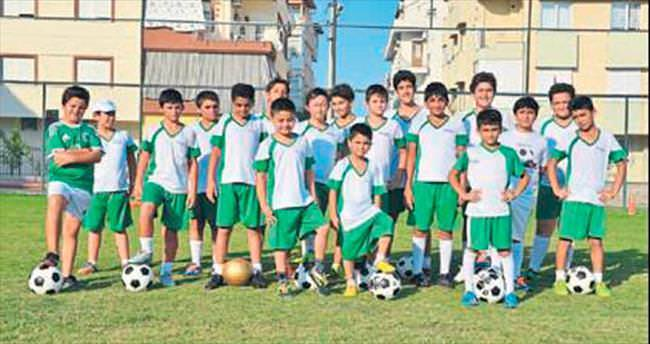 Konyaaltı'nın çocukları yazı sporla geçiriyor