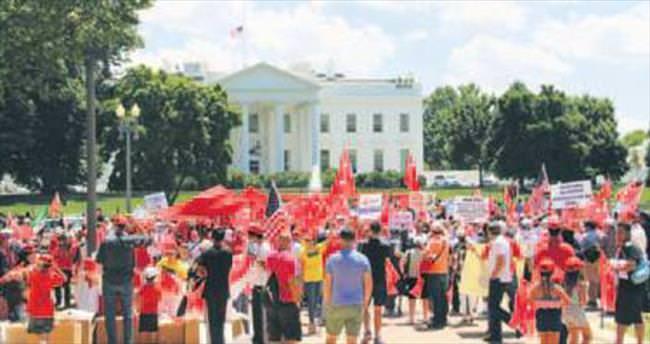 Beyaz Saray önünde demokrasi mitingi
