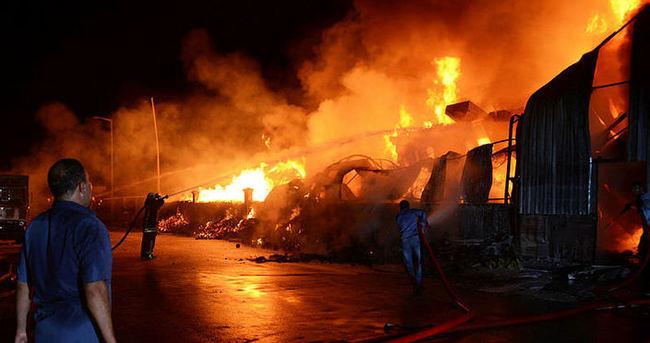 Konya'da büyük fabrika yangını! 60 itfaiye aracı müdahale ediyor...