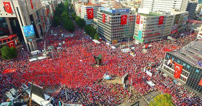 Demokrasi nöbetleri yarın Kızılay'da taçlanacak