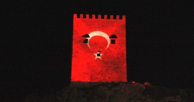 Şile Kalesi'ne Türk bayrağı yansıtıldı