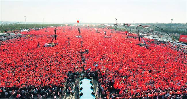 Bin 100 futbol sahalık alan kırmızıya boyandı