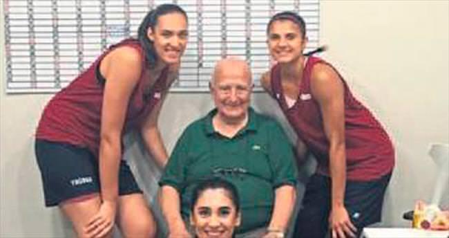 Mehmet Baturalp'ten basketçilere ziyaret