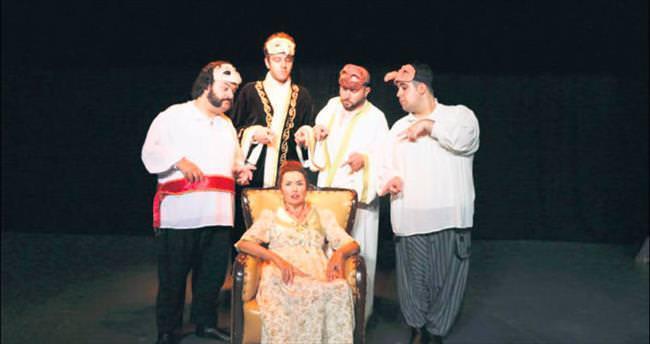 'Gulyabani' ilk kez tiyatro sahnesinde