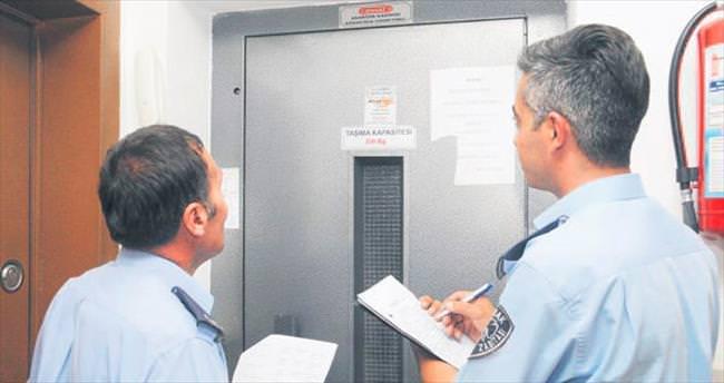 Bakımı geçen asansörlere mühür