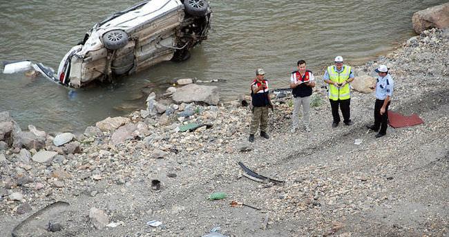 Otomobil Kelkit Çayı'na devrildi: 2 ölü, 3 yaralı