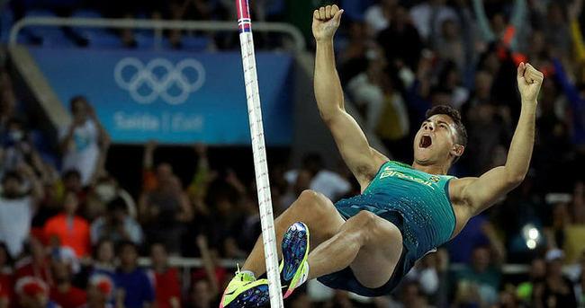Sırıkla atlamada altın Da Silva'nın