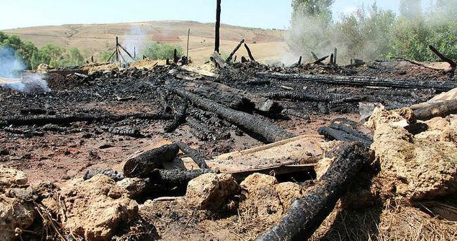 Ahırda yangın çıktı: 29 hayvan telef oldu
