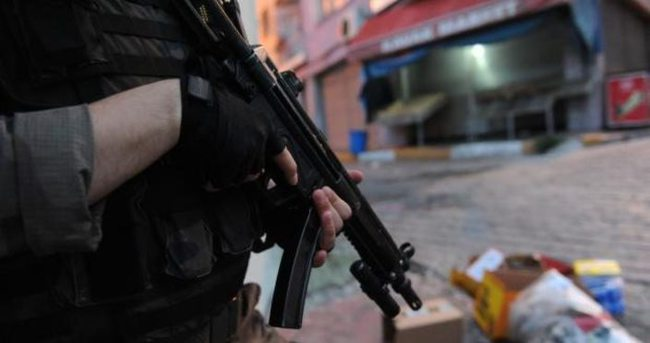 İzmir'de terör operasyonu! Patlayıcılar ele geçirildi