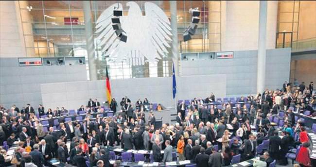 """""""Almanya FETÖ'yü koruyup kolluyor"""""""