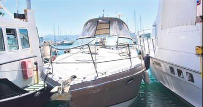 Sürat botu turist teknesini ikiye böldü