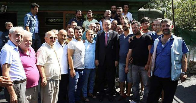 Cumhurbaşkanı Erdoğan dolmuş durağını ziyaret etti