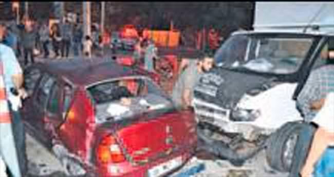 Otomobille kamyonet çarpıştı; 6 kişi yaralandı
