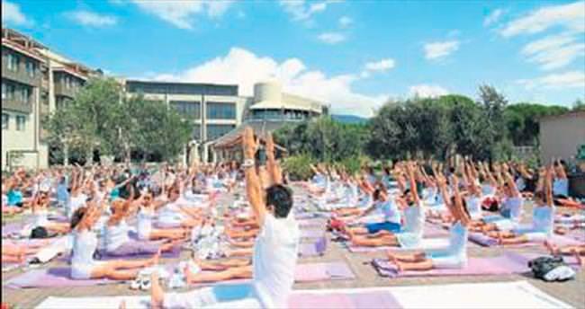 Kuşadası'nda yoga ve dans festivali