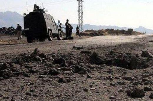 Hakkari'de yola döşenen patlayıcılar imha edildi